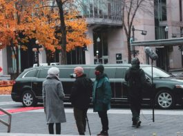 Learn-Your-Manners-Top-Limo-Etiquette-Tips-on-newsworthyblog